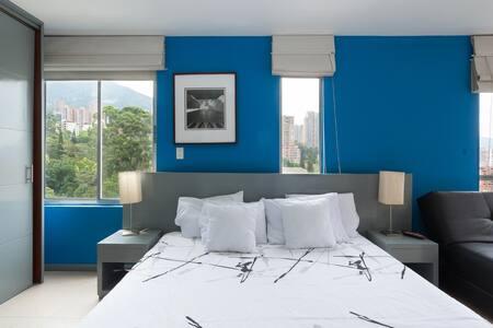 Estupendo Apartamento Duplex en Venta en Medellin Poblado.1101