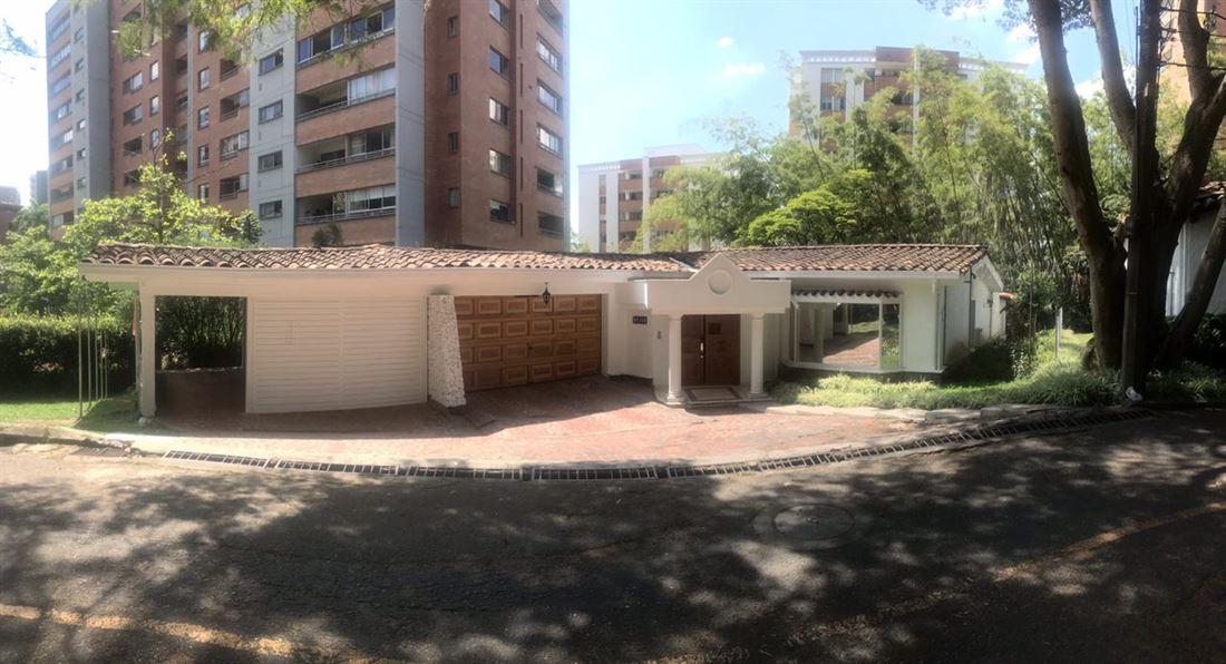 Majestuosa Casa en venta en Castropol Poblado - Medellin