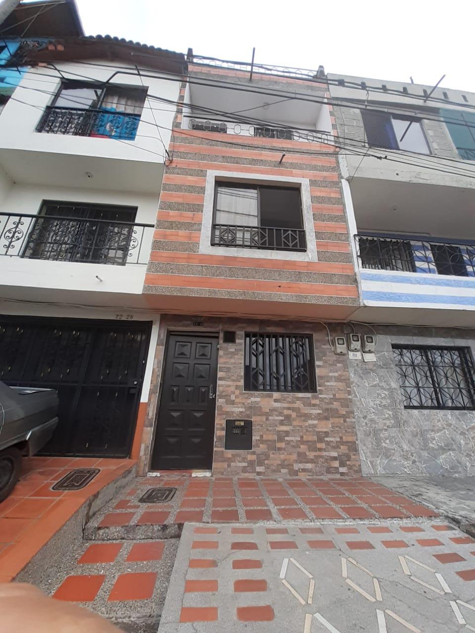 Oportuna Casa unifamiliar en venta en Medellin Castilla