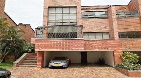 Gran Casa de 4 niveles en Venta en El Poblado - Medellin