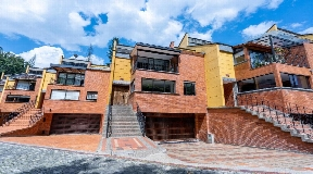 Hermosa casa en venta en Poblado Medellin