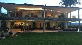 Casa Moderna con Jacuzzi y Home Theater en Venta en los Alamos - Poblado