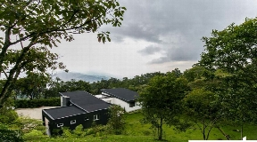 Moderna Casa Campestre con Techo Doble Altura en Venta en El Escobero
