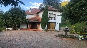Casa de Lujo con Vista a la Ciudad - Medellin