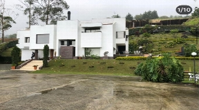Hermosa Casa en Reserva Natural en Venta en El Poblado