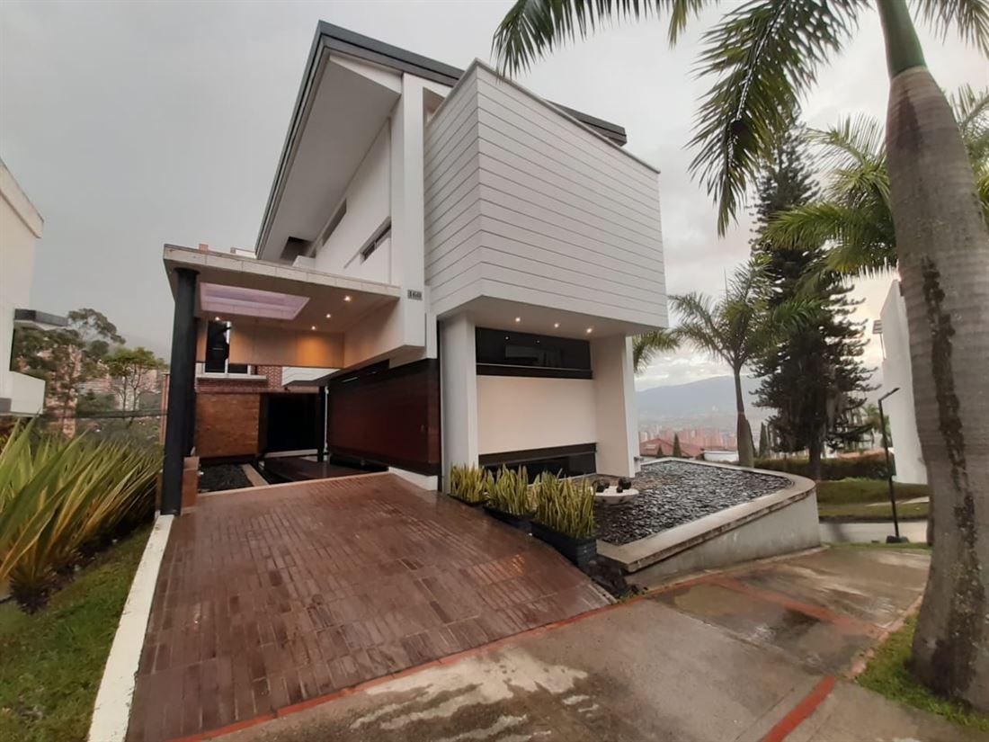 Exclusiva Casa en Venta en Chuscalito el Poblado – Medellin