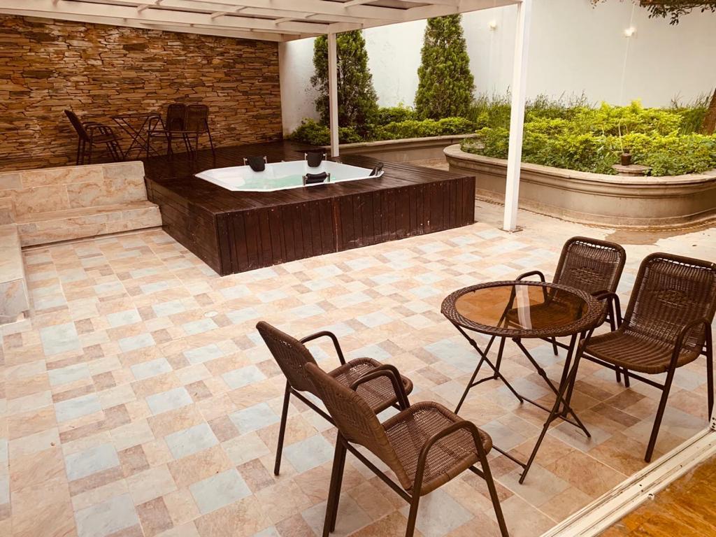 Inigualable Casa con Jacuzzi en Venta en el Poblado-Medellin