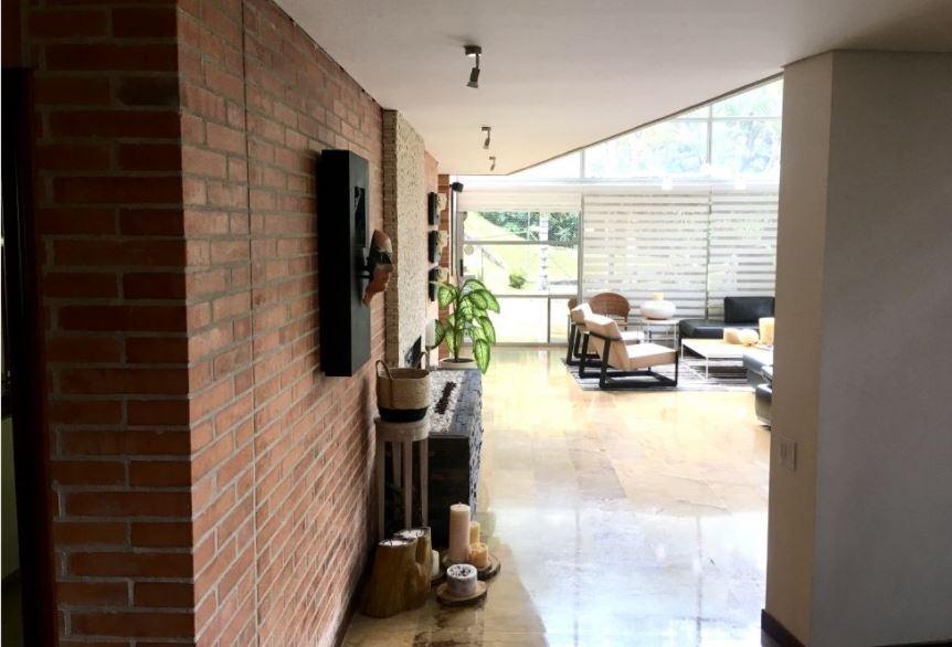 Casa Moderna y Luminosa en Venta en El Poblado-Medellin