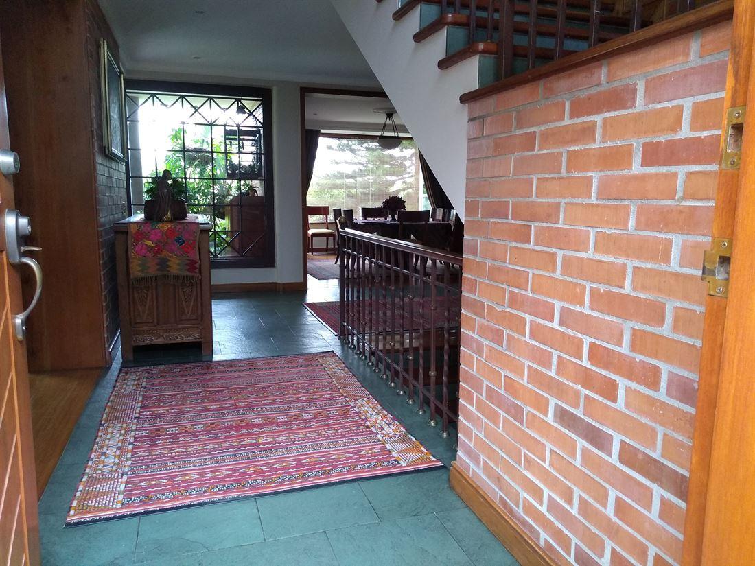 Casa de Varios Niveles en Venta Altos del Poblado – Medellin