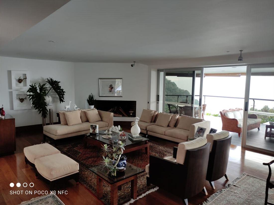 Casa con Vista Magistral en Venta Altos del Poblado - Medellin