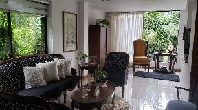 Casa con Hermoso Jardin en Venta en el Poblado - Medellin