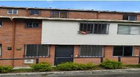 Casa de 3 Niveles en Venta en Loma los Bernal - Medellin