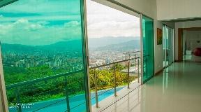 linda propiedad con espectacular vista a la ciudad en medellin
