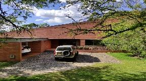 Hermosa Casa de 3 Habitaciones en Venta con Vista a Medellín - Altos del Poblado