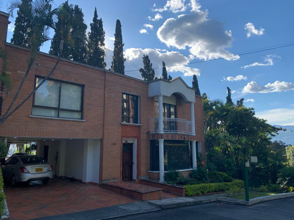 Casa de 3 niveles con turco en Venta en Medellin Poblado