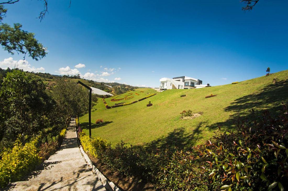 Casa de Lujo en gran Lote en Rionegro Oriente de Medellin