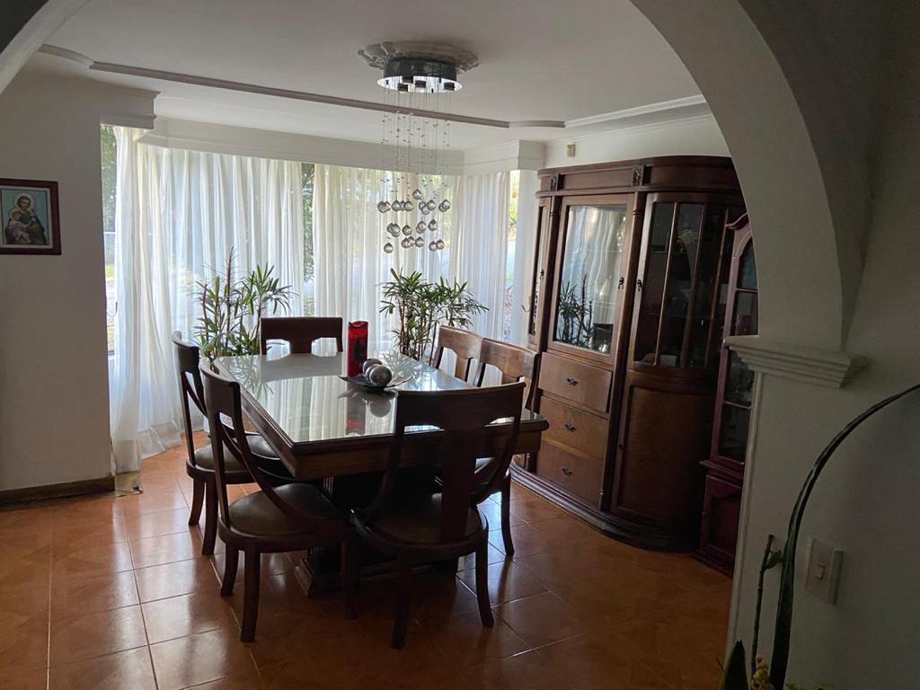 Imponente Casa de dos niveles en venta en el Poblado Medellin