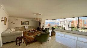 Sensacional Apartamento en el Poblado en Venta con piscina climatizada