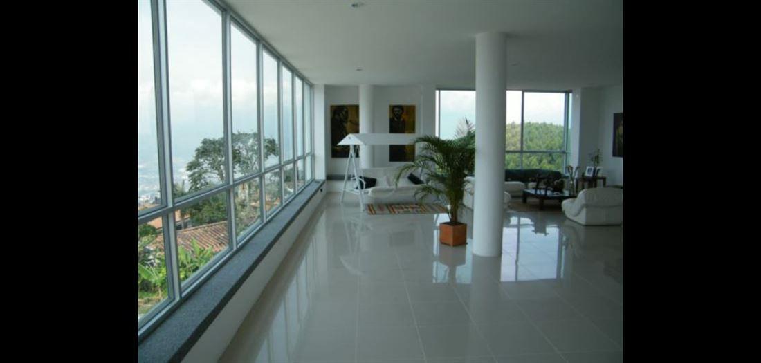 Casa de Lujo en Venta con Vista al Poblado en Medellin
