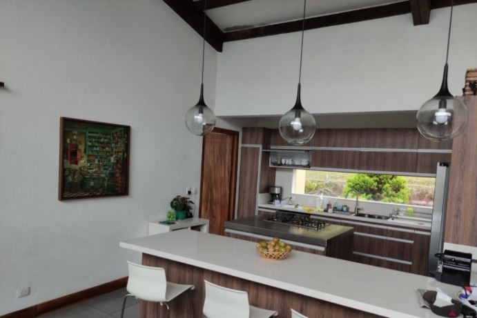 Casa de Lujo en el Alto de Las Palmas en Venta con la Mejor Vista a Medellin