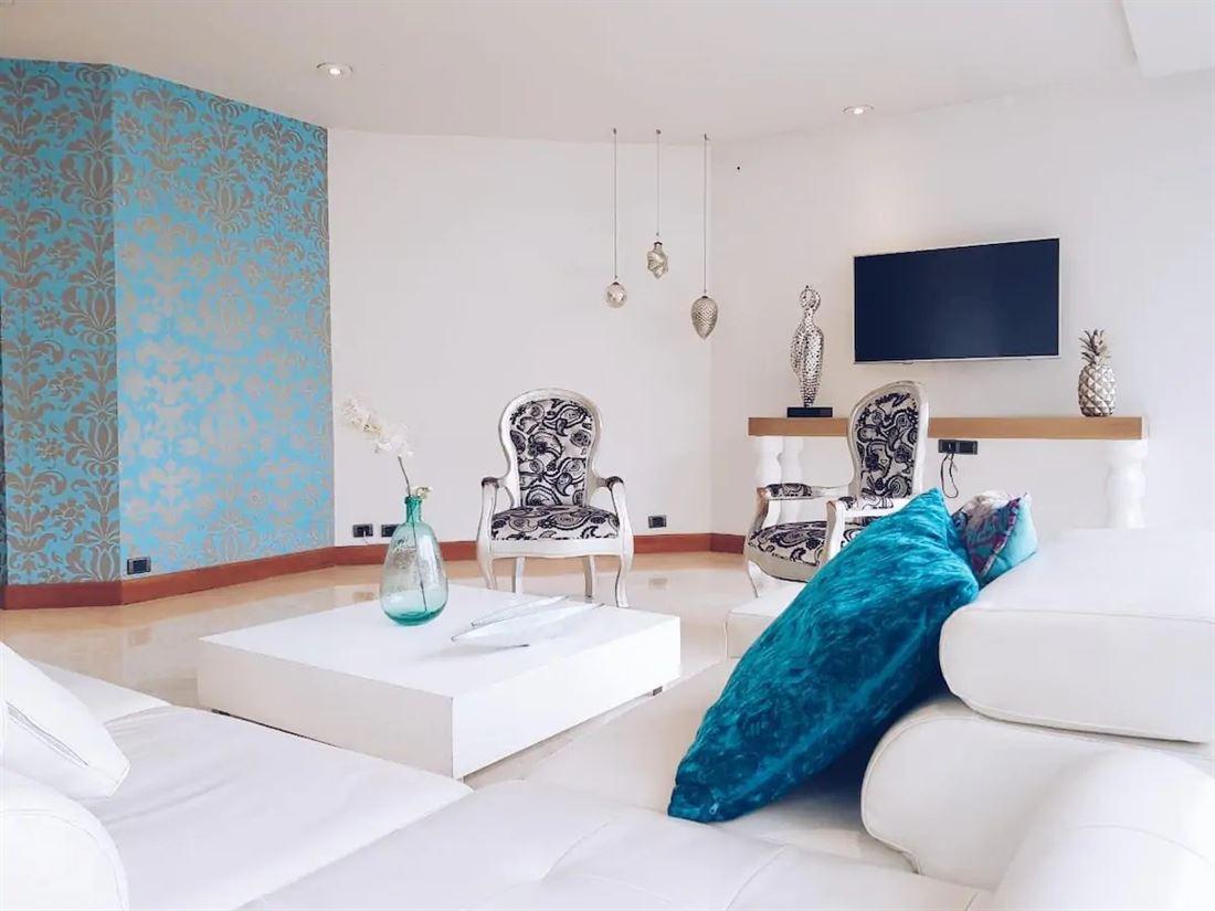 Lujoso y espacioso apartamento en arriendo en Medellin Poblado SC6